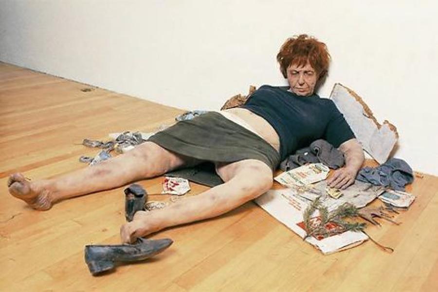 Duane Hanson , Woman Derelict , 1973, Utrecht Museum .